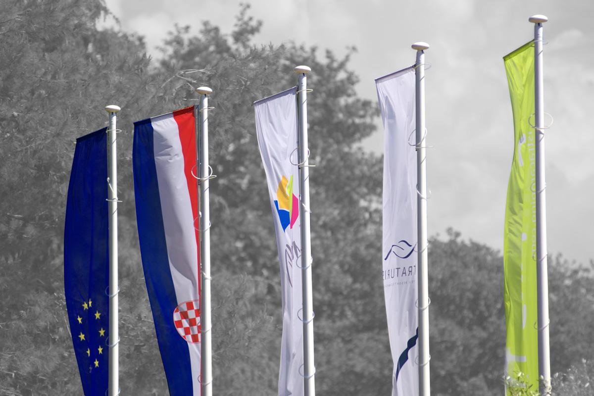 Propaganda Poreč zastave Hrvatska EU