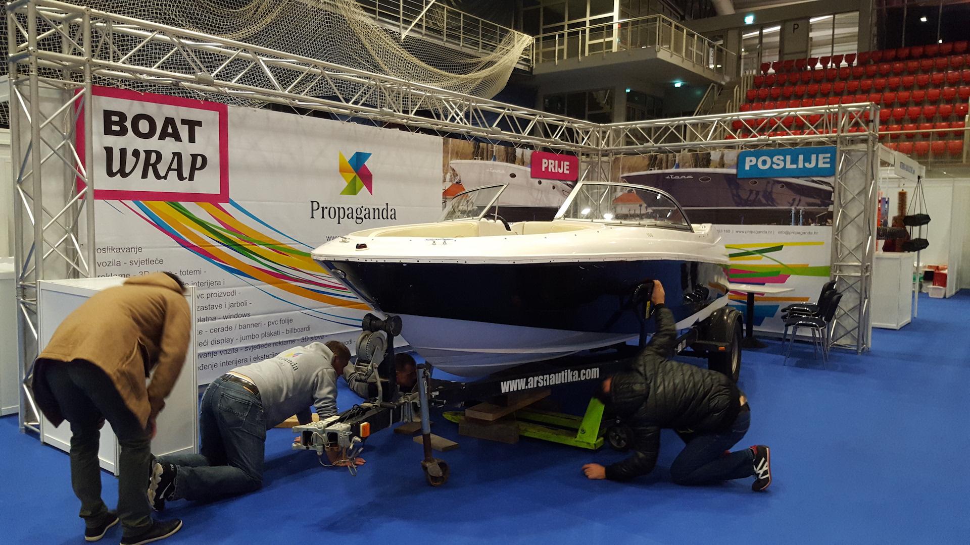 boat-wrap-wrapping-oslikavanje-brodova-pozicioniranje-broda-na-standu
